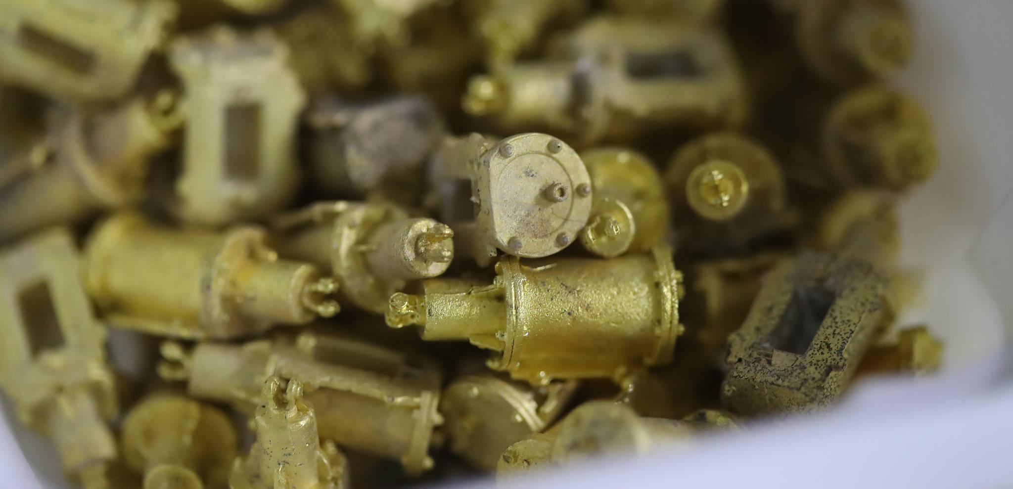 작업실에서 제작한 브레이크 실린더 모형. 한번에 100여개 가량 제작한다. 우상조 기자