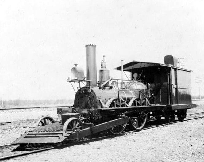 1831년 9월 15일 미국 뉴저지에서 처음 운행된 영국 목탄 증기기관차 'JOHN BULL'.1981년 기차 탄생 150주년을 기념하여 스미스 소니언 협회가 세계에서 가장 오래된 작동 가능한 증기 기관차로 선정한 바 있다. [사진 기차왕국박물관]