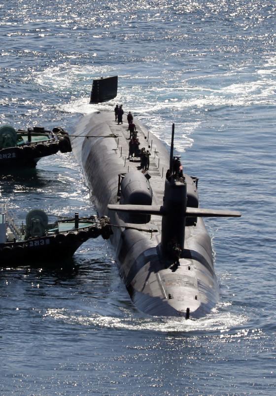 지난달 13일 부산에 입항하고 있는 미 핵잠수함 미시간함. [연합뉴스]