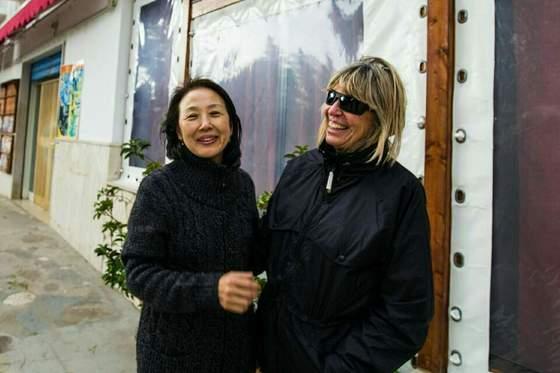 산 조반니 로톤도 인근의 한적한 바닷가 캠핑장인 리도 살피에서 만난 수지씨. 아내와 마치 오랜 친구라도 되는냥 서로 웃고 떠들며 시간을 보냈다. [사진 장채일]