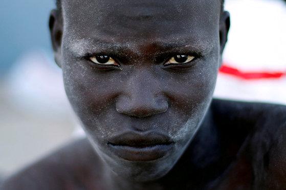 트리폴리 해안 경비대에 구조된 난민. [로이터=연합뉴스]