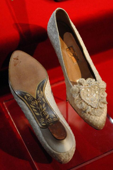 다이애나의 신발은 제작이 6개월 걸렸다. [중앙포토]