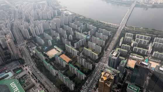 최고 50층 초고층 단지로 재건축될 예정인 잠실 주공5단지. 2020년께 착공에 들어갈 것으로 예상된다.