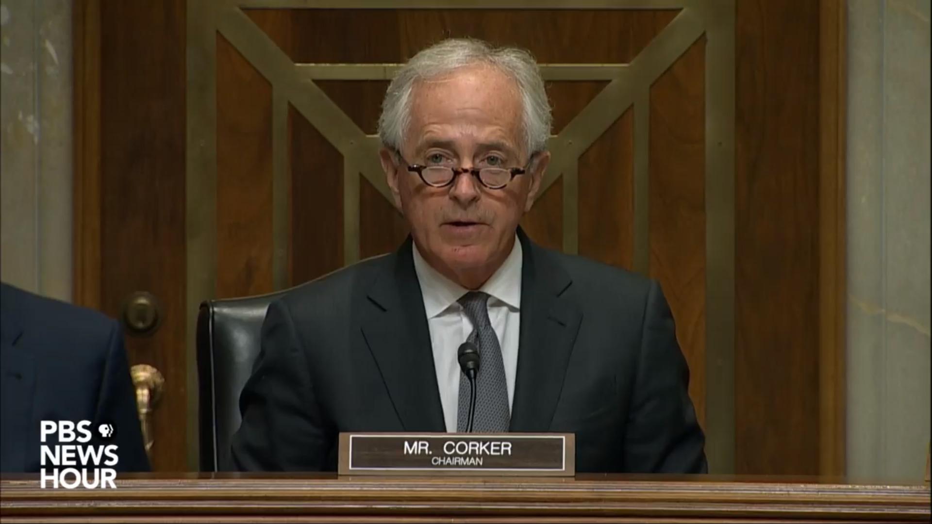 밥 코커 미국 상원 외교위원장이 14일 대통령의 핵무기 발사명령 권한 청문회에서 발언하고 있다.[유튜브 촬영]