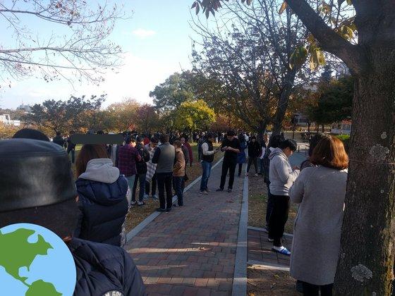 포항공대 학생들이 지진을 대피해 있다. [사진 트위터]