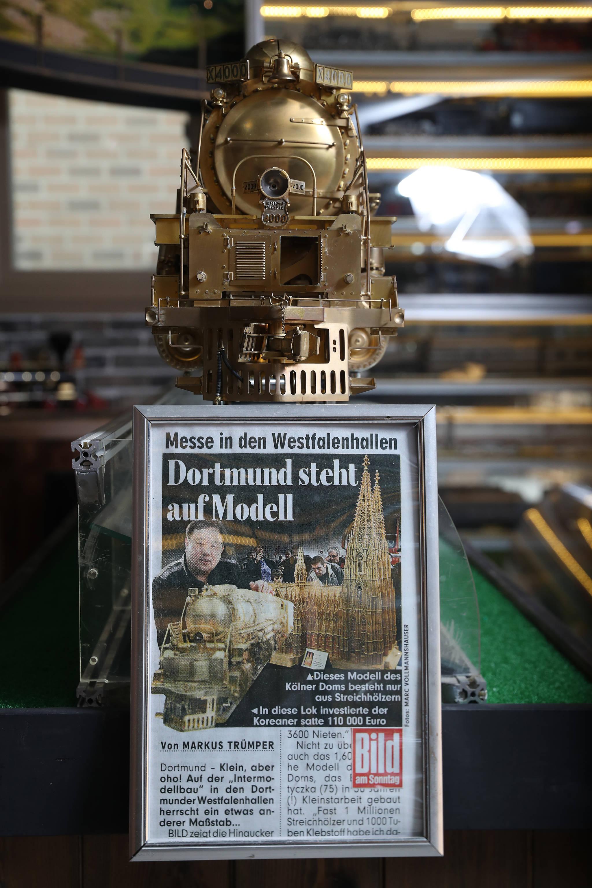 기차의 완성 후 독일의 'BILD'에서 이 씨를 소개한 기사.빅보이 모형 중 1/16의 사이즈로 제작된 유일한 가차 모형이라 기사화가 되었다. 우상조 기자