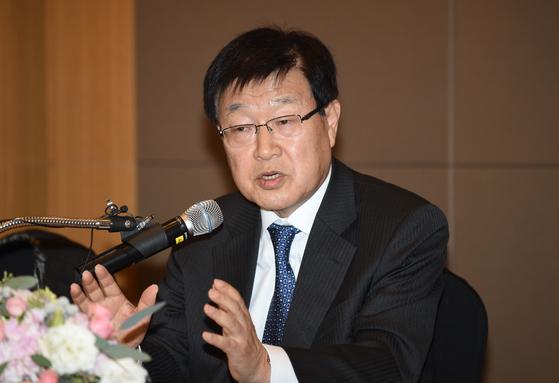 김영주 신임 무역협회 회장이 16일 기자들과의 상견례에서 현안에 대한 의견을 밝히고 있다. [사진 무협]