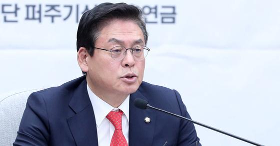 정우택 자유한국당 원내대표가 16일 오전 국회에서 열린 원내대책회의에서 모두발언을 하고 있다. 박종근 기자