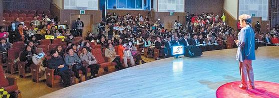 자원봉사 이그나이트 V-Korea 중앙대회는 시민의 목소리를 통해 자원봉사활동 사례를 전함으로써 세상을 변화시키는 감동을 나누고 있다