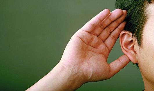 국민 10명 중 3명은 속삭이는 소리가 잘 들리지 않는 최소난청을 겪는 것으로 나타났다. 귀가 먹먹하고 '삐~'소리가 들릴 때는 병원을 찾아 진단을 받는 것이 좋다. [중앙포토]