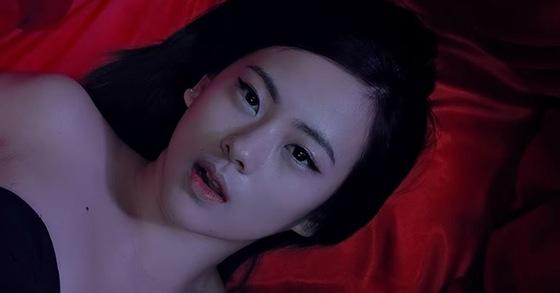 Celena Ahn in Sunmi's Full Moon (2014) MV