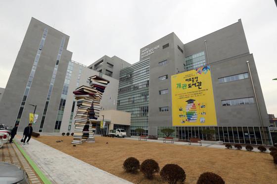 마포중앙도서관은 6층 연면적 2만229㎡로 구립도서관 중 최대 규모다.