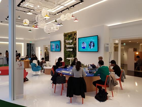 구글이 일본 도쿄에서 운영하고 있는 '텔레워크 라운지'의 모습. [하선영 기자]