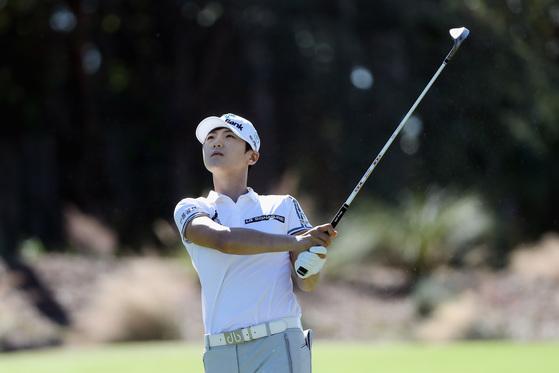 박성현이 20일 열린 CME 그룹 투어 챔피언십 최종 라운드에서 세컨드 샷을 날린 뒤 공을 바라보고 있다. [사진 LPGA]
