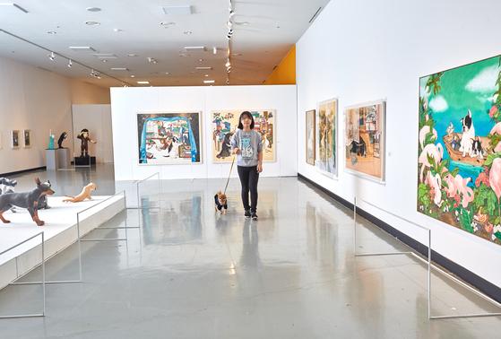 차연수(서울 도성초 6) 소중 학생기자가 반려견 '뽕야'와 함께 북서울 꿈의숲 아트센터에서 열리고 있는 '반려동물과 함께 보는 미술이야기 반짝' 전시회를 찾았다.
