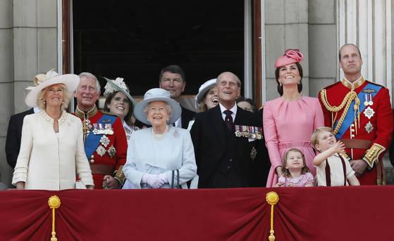 2017년 6월에 촬영한 영국 왕실 가족 사진. (AP Photo/Kirsty Wigglesworth, File) <저작권자(c) 연합뉴스, 무단 전재-재배포 금지>