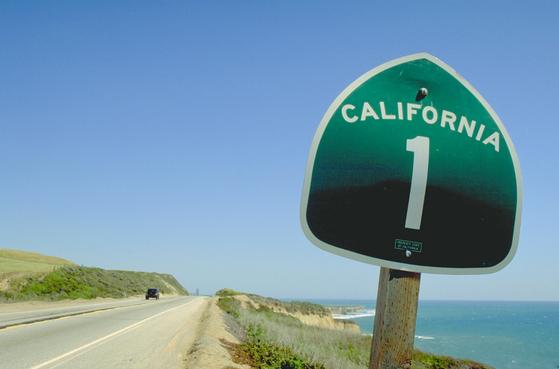 미국을 대표하는 드라이브 코스인 캘리포니아 1번 주도는 '퍼시픽 코스트 하이웨이'로도 불린다. 내내 태평양을 옆에 끼고 달리는 길이다.
