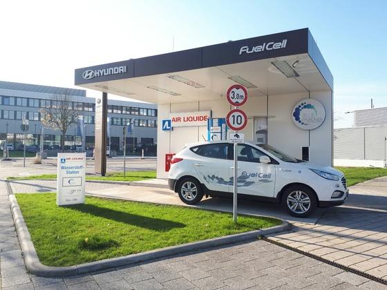 독일 오펜바흐 현대차 독일법인 앞마당에는 수소 충전소가 설치돼 있다. 독일은 안전성 검사만 통과하면 도심에서도 충전소를 설치할 수 있다. [오펜바흐=김도년 기자]