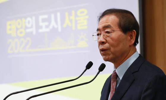 박원순 시장이 21일 서울시청에서 '태양의 도시, 서울' 계획 발표를 하고 있다. [연합뉴스]