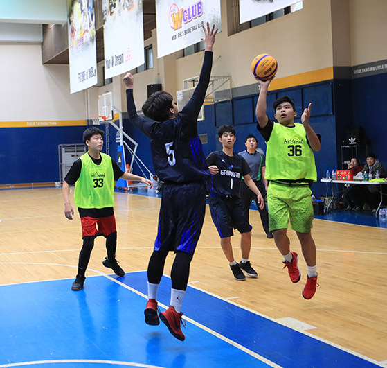 필리핀 출신 새뮤얼(오른쪽)은 농구선수를 꿈꾼다. [사진 서울시체육회]