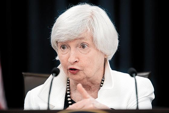 재닛 옐런 Fed 의장이 내년 2월 Fed 이사직까지 동반사임키로 했다. [연합뉴스]