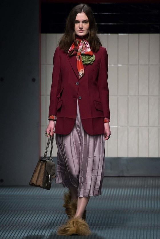 구찌의 2015년 가을겨울 컬렉션. 알레산드로 미켈레는 파격 스타일링을 보여준 이 컬렉션으로 패션계의 거물 자리에 올랐다. [사진 핀터레스트]
