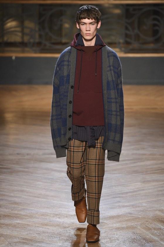 올해 패셔니스타가 되려면 체크와 체크를 조합해 옷을 입어야 한다. 우영미 2017 가을겨울 컬렉션. [사진 서울디자인재단]