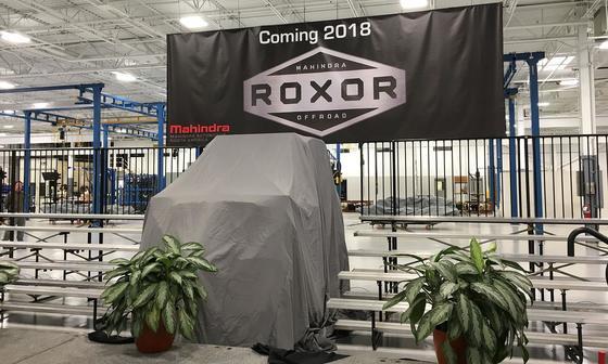 마힌드라그룹이 미국 현지에서 생산할 예정인 오프로드용 차량이 천으로 덮여 있다. [사진 automotive news]