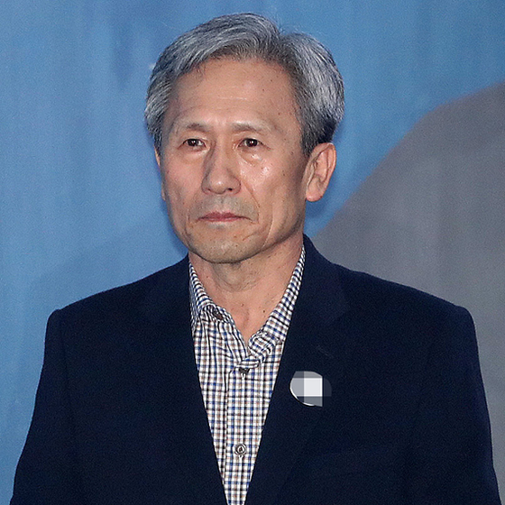 김관진 전 국방부 장관이 22일 오후 서울중앙지법에서 열린 구속적부심사에 출석하고 있다. [뉴시스]