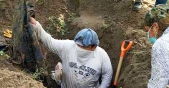지난 3월 14일 멕시코 동부 베라크루스 근교에서 마약범죄 조직이 살해한 뒤 암매장한 것으로 추정되는 150여 구의 유골이 발견됐다. [사진 연합뉴스]