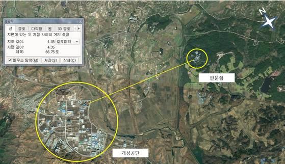 판문점 공동경비구역 북쪽에는 비무장지대를 경비하는 북한군이 주둔한다. 서쪽에 개성공단이 있어 남측 인원과 자재가 들어간다. [사진 구글어스 재구성]