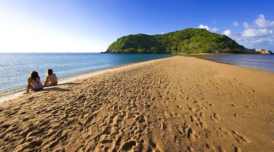 넓은 모래톱이 있는 매핫 해변. 코팡안의 팡안은 '모래톱'을 뜻한다. 곳곳에 크고 작은 모래톱이 많다. [사진 태국관광청]