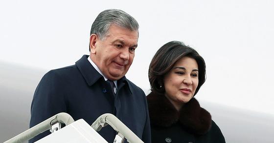 미르지요예프 우즈베키스탄 대통령과 지로아톤 영부인. [연합뉴스]