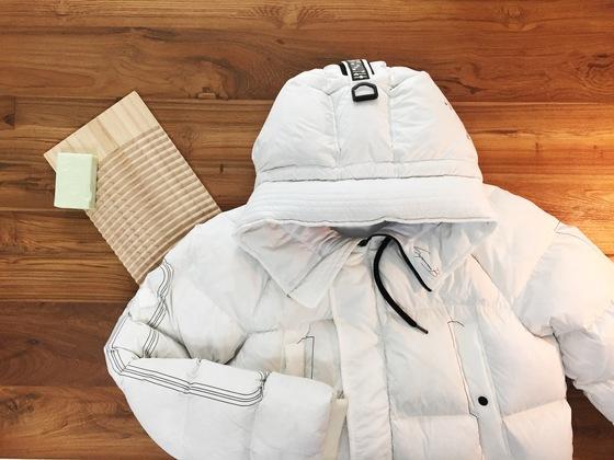 올 겨울 유행인 흰 패딩, 집에서도 얼마든지 관리할 수 있다.