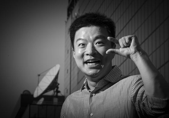 방송인 김생민씨가 7월 14일 여의도 KBS 앞에서 포즈를 취하고 있다. [권혁재 사진전문기자]