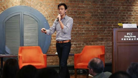 홍콩 외신기자클럽에서 강연하는 게리 리우 SCMP CEO.