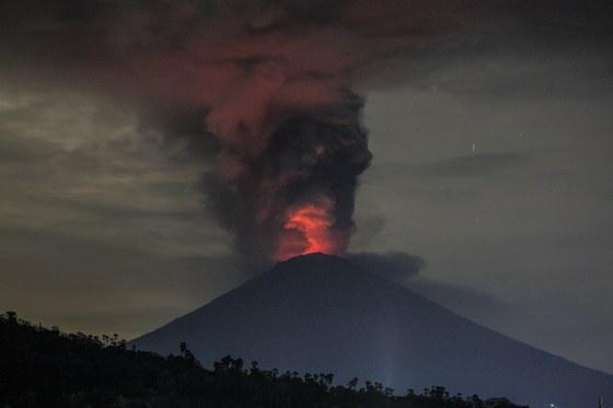 26일 분화하고 있는 인도네시아 발리 아궁 화산. [EPA=연합뉴스]