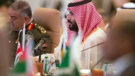 무함마드 빈살만 사우디 왕세자가 이슬람 수니파 40개국 국방장관을 소집해 군사동맹을 발족시켰다. 테러와의 전쟁이 이슬람내 전쟁으로 바뀌는 신호탄이라는 해석이 나온다. [AP]