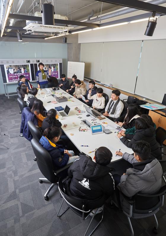 """청소년 체인지메이커 프로젝트'가 어느덧 5회차 워크숍까지 진행됐다. 임세은 씨타임 대표는 """"공감 캠페인을 통해 문제 해결에 대한 강한 동기를 부여받을 수 있다""""고 말했다."""