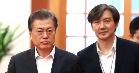 문재인 대통령과 조국 청와대 민정수석 [연합뉴스]