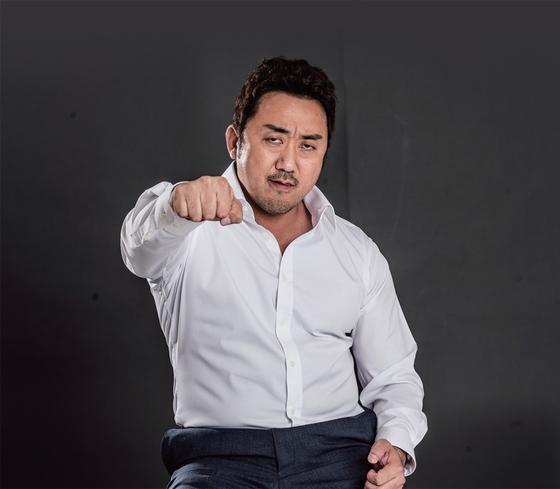 마동석은 힘과 서민적인 인간미를 가진 한국형 수퍼히어로 같은 존재다