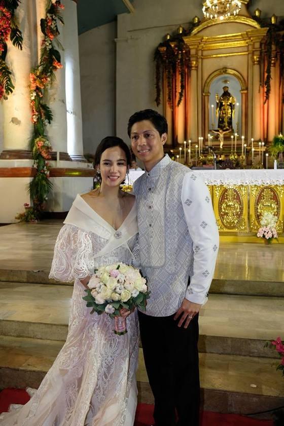 페르디난드 마르코스 전 필리핀 대통령의 손자 마이클 페르디난드 마노톡과 라울 망글라푸스 전 외무장관의 손녀 카리나 아멜리아 망글라푸스가 지난 22일 결혼했다. [사진 이미 일로코스 노르테주 주지사 페이스북]