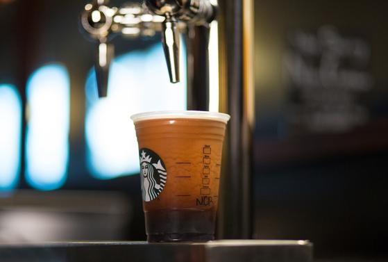 우리는 습관처럼 커피를 마신다.  [사진제공=스타벅스커피 코리아]