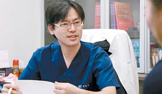성형수술은 의료진과 상담을 통해 신중히 결정해야 한다. [사진 강남스타덤성형외과]