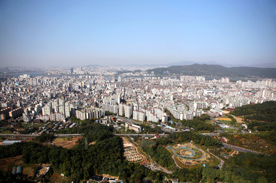 서울 강동구 일대 아파트 단지 전경. [중앙포토]