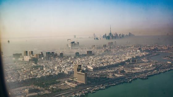 비행기에서 내려다본 두바이의 아침.