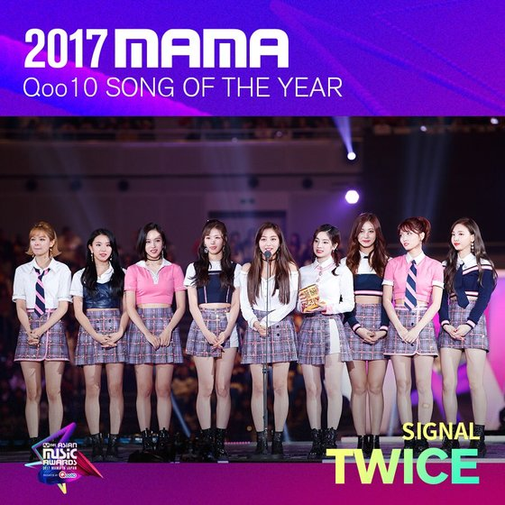 TWICE's Signal as 2017 MAMA's 'Song Of The Year.' Photo from Twitter @MnetMAMA