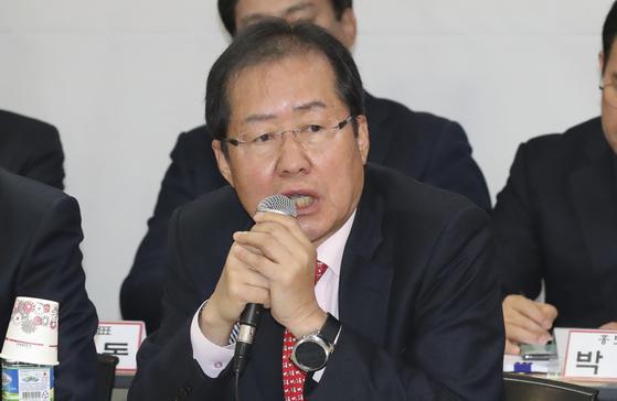 자유한국당 홍준표 대표가 1일 오전 서울 여의도 당사에서 열린 주요당직자회의에서 모두발언하고 있다. 임현동 기자