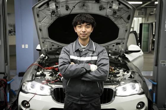 아우스빌둥 1기로 선발된 경기자동차과학고등학교 3학년 조창현 군은 한독모터스 수원지점에서 근무하고 있다. 장진영 기자