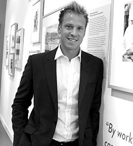 영국 왕실 전속 사진작가인 크리스 잭슨.
